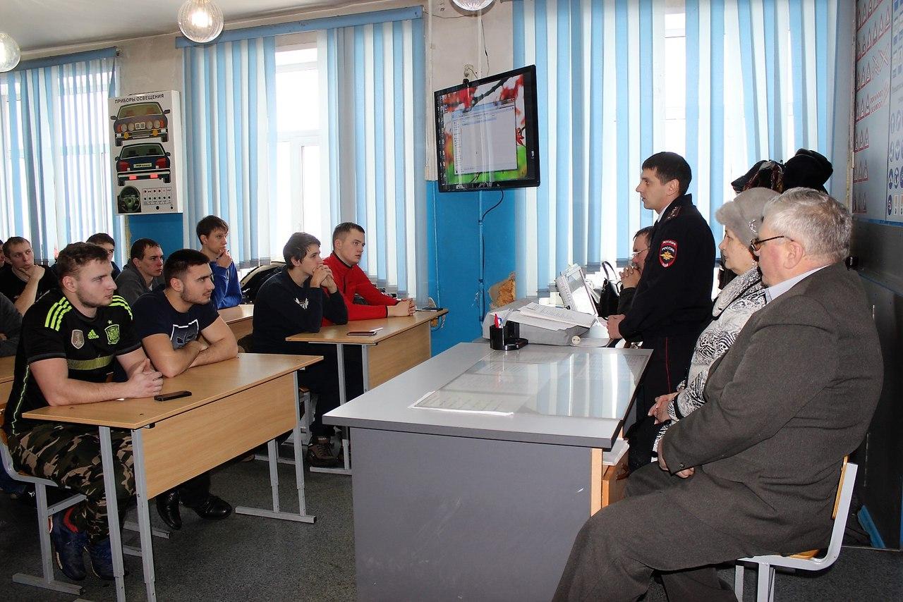 ncJj7lpcHoA - В Белово в рамках акции «Шок» сотрудники ГИБДД организовали специальные