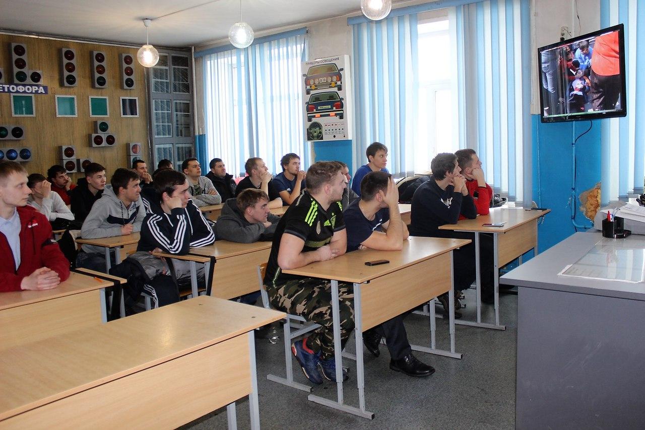 xTSpupnXDAA - В Белово в рамках акции «Шок» сотрудники ГИБДД организовали специальные