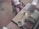 Бабу спалили за дрочкой в офисе. По-моему, она в колготках)