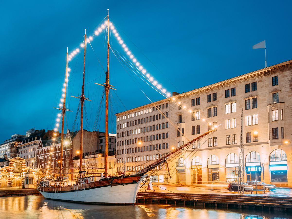 Корабль в центре Хельсинки