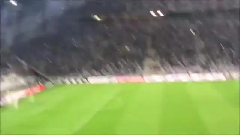 Супер-красочный перфоманс от болельщиков клуба Олимпик-Марсель