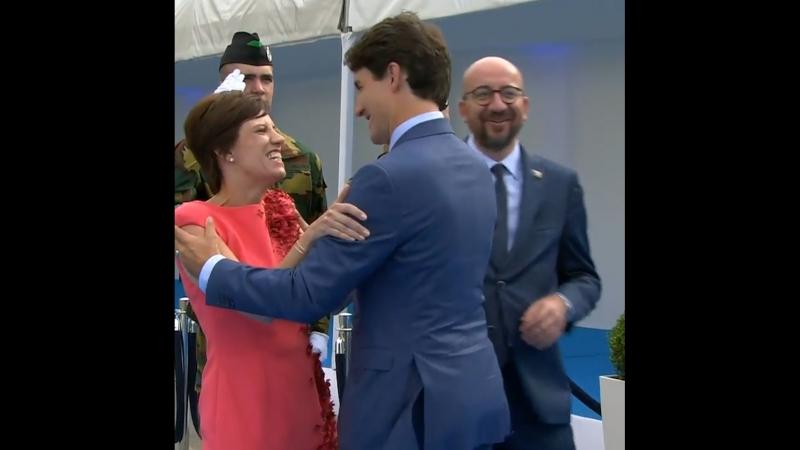 Премьер Канады обнял спутницу премьер-министра Бельгии