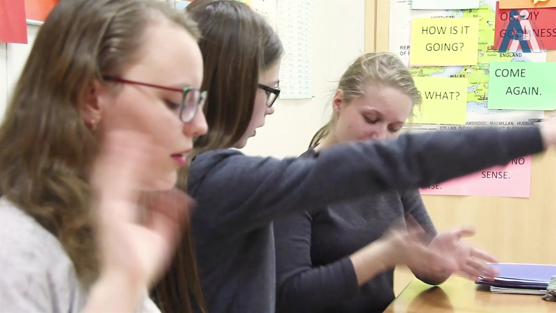 Английский язык. Whole Brain Teaching или метод синхронизации полушарий. Слова-связки с жестами » Freewka.com - Смотреть онлайн в хорощем качестве