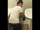 Скриптонит (хорошее настроение, юмор, туалет, уборная, смешное видео, звезда, певец, студент, юноша, за дверью пляски, унитаз).