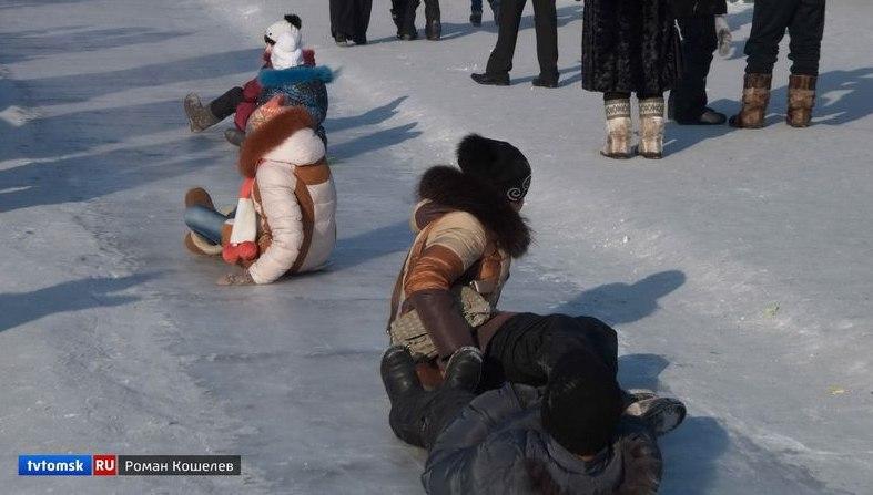 В Томске трое детей получили травмы, катаясь на горках в новогодние каникулы