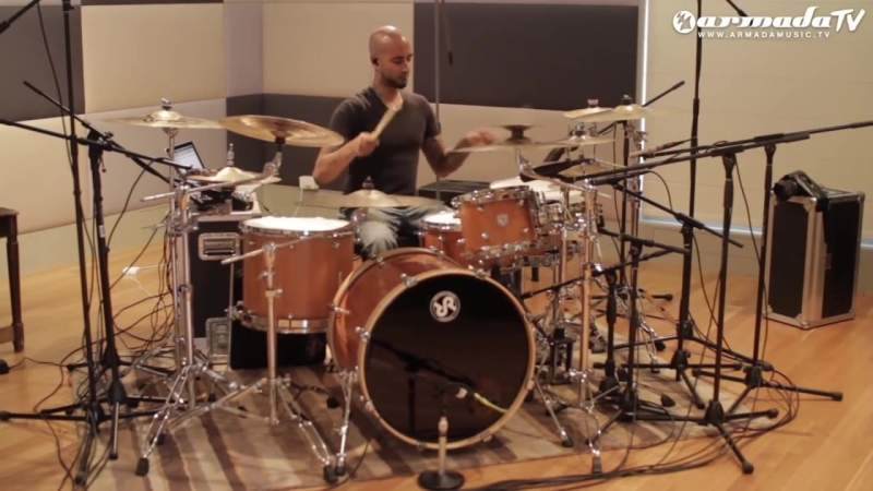 Emma Hewitt - Foolish Boy (Vish Vadivelu live drum performance)