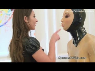 Queens of kink - julie skyhigh and fetish liza latex doll double strap-on