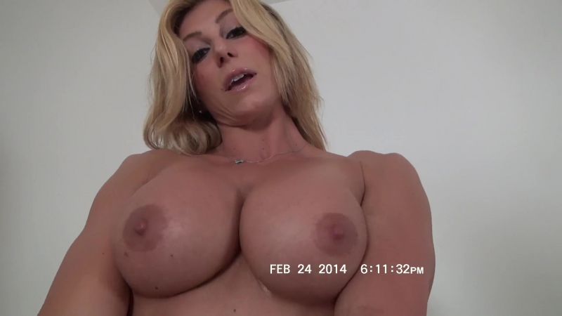 Rapture shows off her hot muscle body and jiggles her