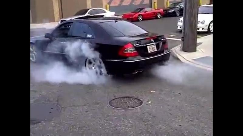 ((Mercedes Е 63 AMG)) вещь драйв тюнинг тачка спорт дрифт скорость мощь рейсинг форсаж на прокачку маскл кар супер авто пер.mp4