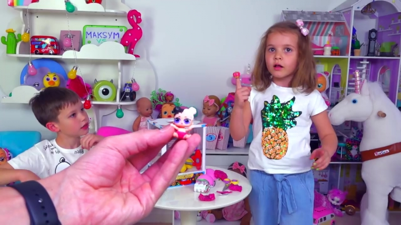 [Mister Max] ЧЕЛЛЕНДЖ Автомат с Шариками LOL и Роблокс игрушки Minecraft / Toys Dispenser Challenge
