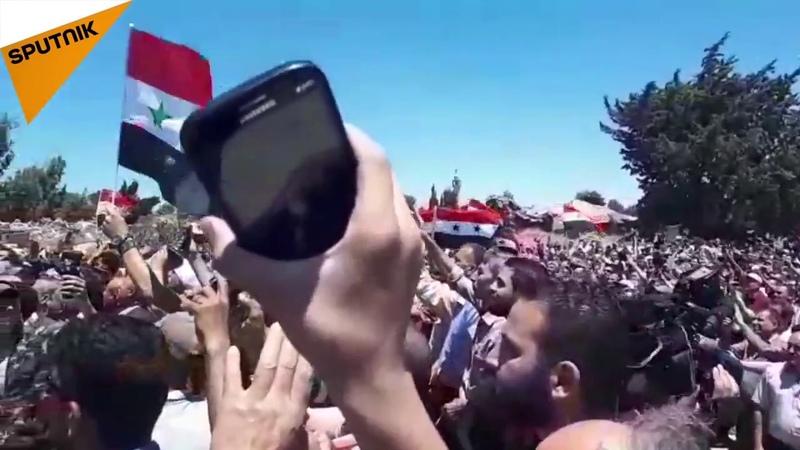 Кунейтра освобождается во второй раз Сирийская армия приветствует людей поднимающих над ним флаг