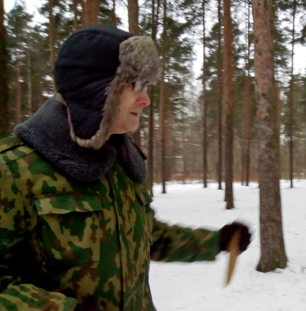 В Сосновке появился маньяк с ножом! Режет и улыбается...