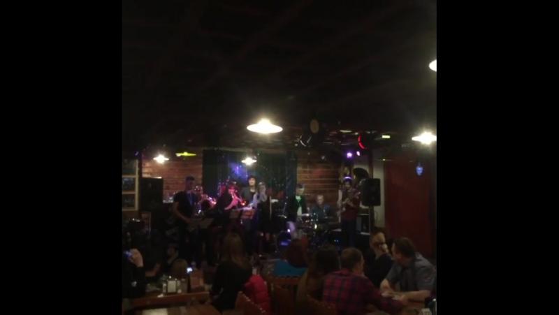 FunQ в ритмблюзкафе Сегодня был первый сольник у группы FunQ😃 Мне кажется всё получилось Легендарный ритм блюз кафе и мы 😊 В
