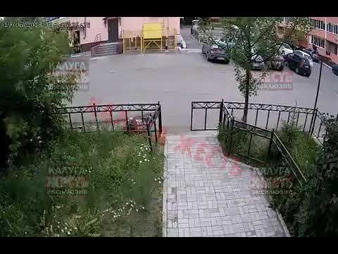 Иномарка сбила с ног пешехода в калужском дворе