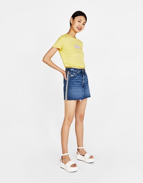 Джинсовая юбка с боковыми полосками