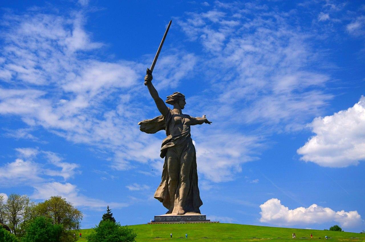 ZUlJodeBJf8 Волгоград. Мамаев Курган и достопримечательности.
