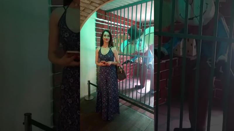 Susana González muy contenta visitando el museo (Orizaba)