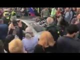 И вот казалось бы: такие миролюбивые, открытые и добродушные люди, а их почему-то нигде не любят  ?  Вчера в Праге.