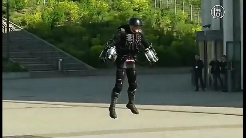 Британец создал летающий костюм Железного человека