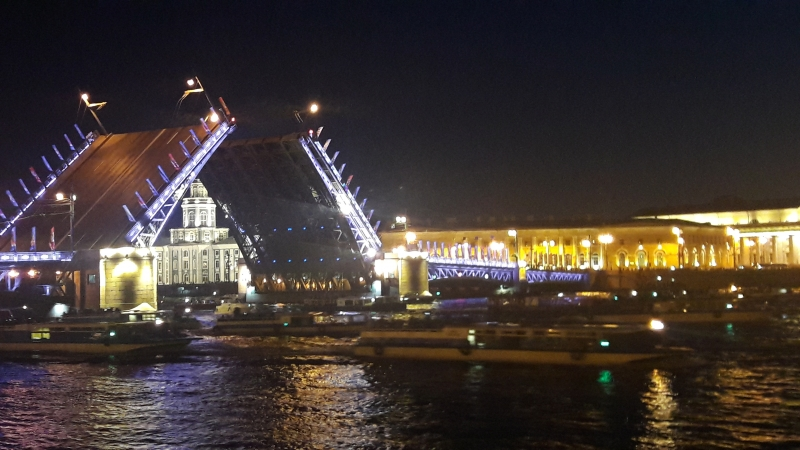 Разводка моста. Питер