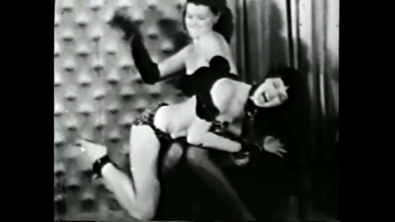 Bettie Page Gets Spanked (18, boobs, spanked, порка, бдсм, госпожа, bdsm, fetish, бондаж, фетиш, рабыня, фемдом, соски, erotic)