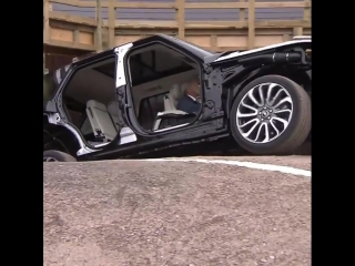 Демонстрация жесткости кузова Range Rover Vogue
