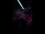 Найл и Хейли Стейнфилд на концерте Кэти Перри в Ньюкасле, 2506