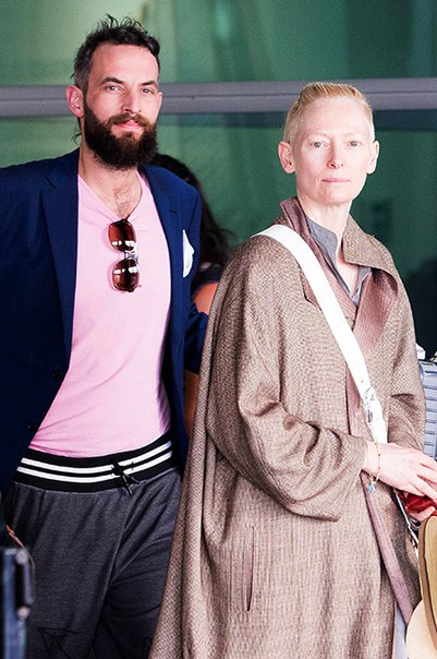 Тильда Суинтон и ее бойфренд Сандо Копп прилетели на кинофестиваль в Колумбию