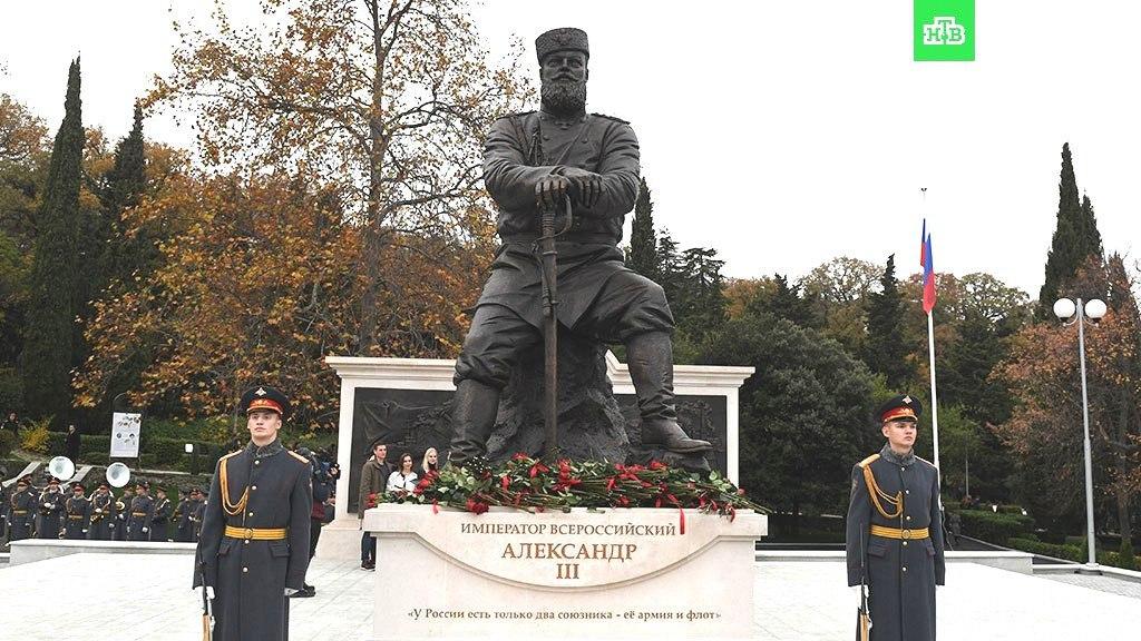 Читаю я сейчас некую статью на общественно-политическую тему, и в ней вскользь упоминается недавно открытый в Ялте памятник Александру III.