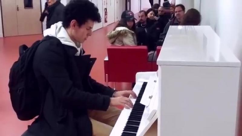 Пианист виртуоз