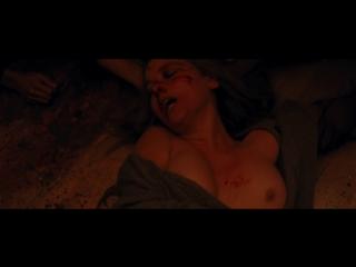 Дженнифер Лоуренс (Jennifer Lawrence) и Мишель Пфайффер (Michelle Pfeiffer) голые в фильме «мама!» (2017)
