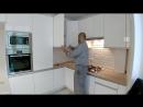 Кухня хайтек с завершением на развернутый угол.
