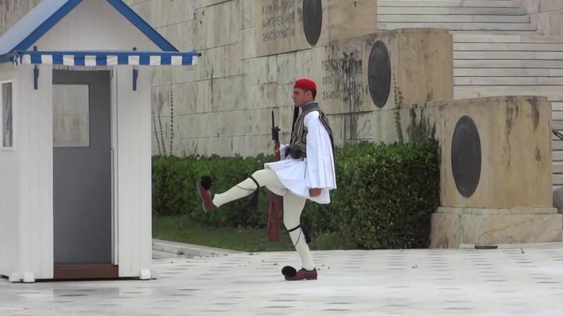 Η αλλαγή φρουράς στο μνημείο του Άγνωστου Στρατιώτη
