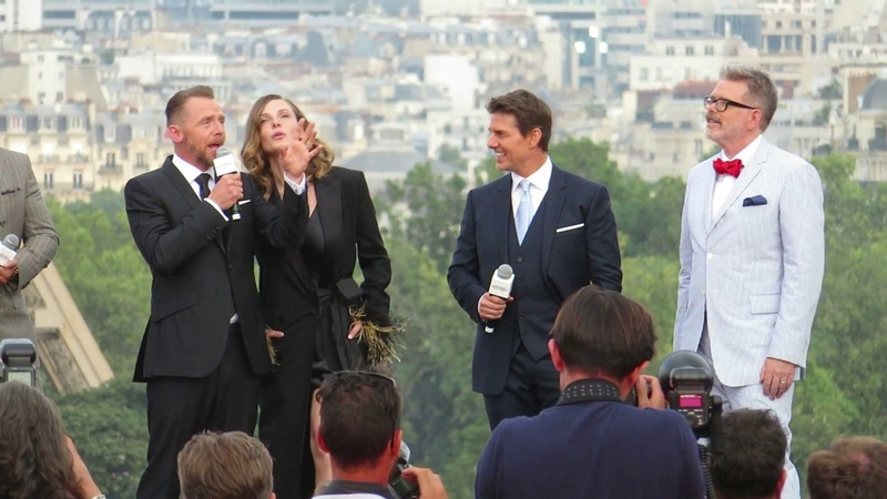 TOM CRUISE ALL THE CAST OF MISSION IMPOSSIBLE 6 IN FRONT OF THE EIFFEL TOWER IN PARIS 2018.07.12