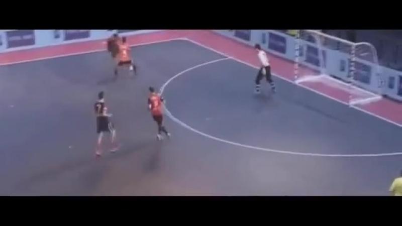 [v-s.mobi]Ronaldinho Vs Sean Garnier ● Crazy Futsal Skills 2017 HD.mp4