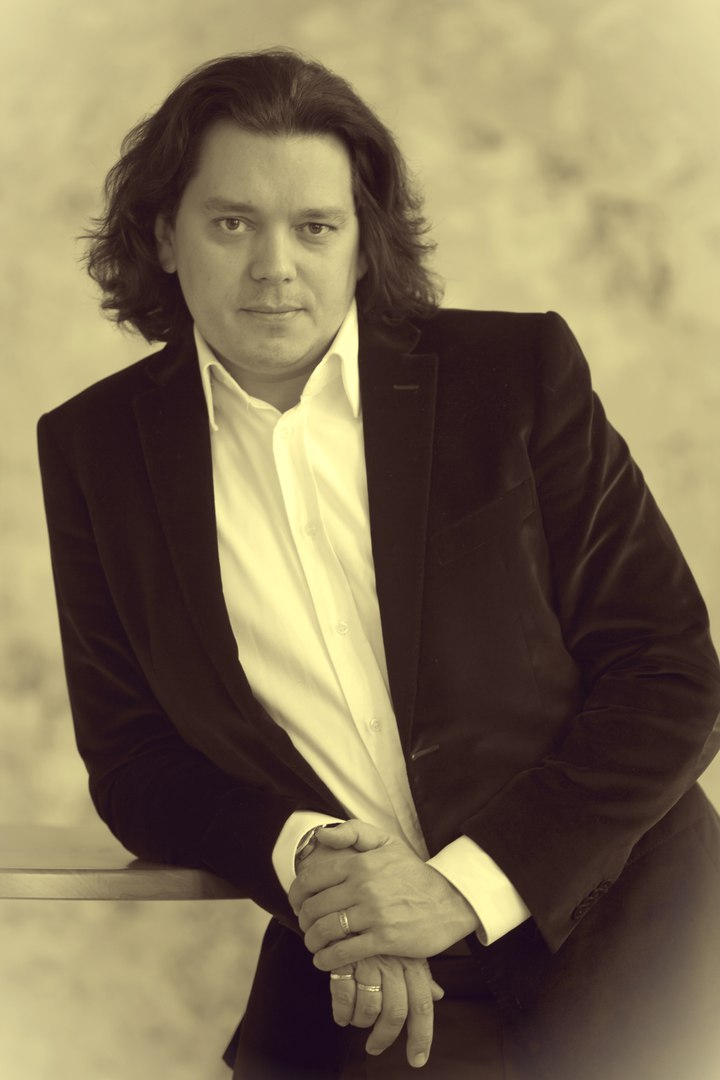Дирижер и пианист из Москвы выступят с симфоническим оркестром Луганской филармонии