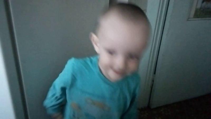 Мой сын танцует под песню Таисии Позвали одолжила