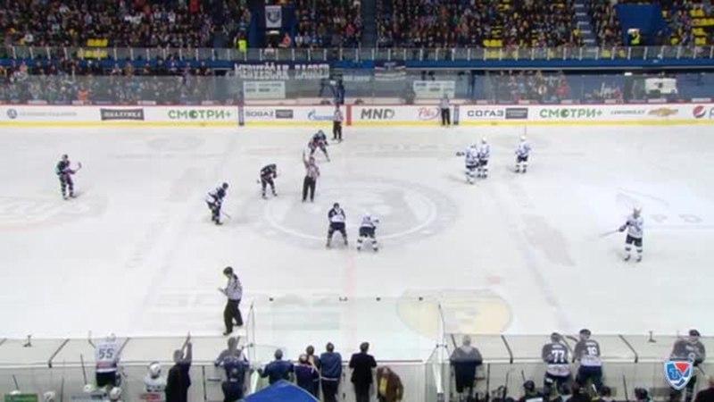 Моменты из матчей КХЛ сезона 14 15 Гол 3 3 Карпов Максим Динамо Мск завершил быструю контратаку заброшенной шайбой 15 01