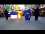 Сепаратисты в Каталонии, прячущие лица под балаклавами, жгут государственный флаг Испании и ЕС. Ничего не напоминает?