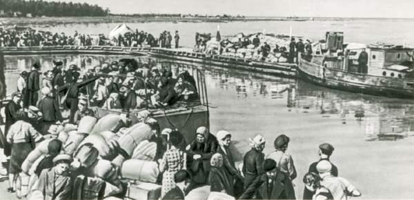 Эвакуация ленинградцев через порт Осиновец. 1942
