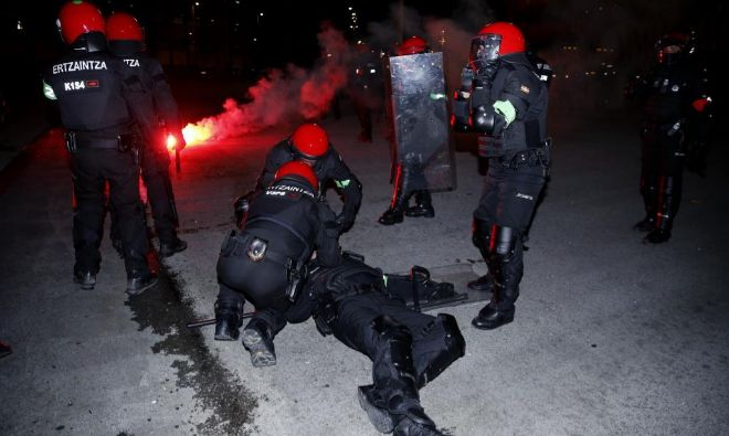 Испанский полицейский погиб в результате столкновения с фанатами «Спартака»