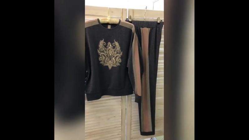 Трикотажный костюм , очень красивая Итальянская ткань с эффектом сияния , и аппликацией украшенной бисером, россыпью кристаллов
