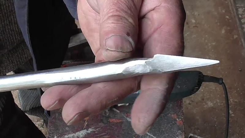 Как сделать оригинальный токарный резец по дереву из метчика.