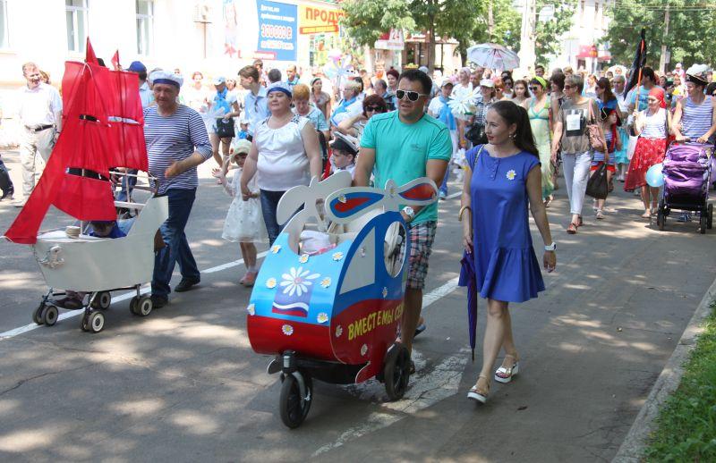 В день покровителей христианского брака святых Петра и Февронии в Биробиджане пройдет парад семей.