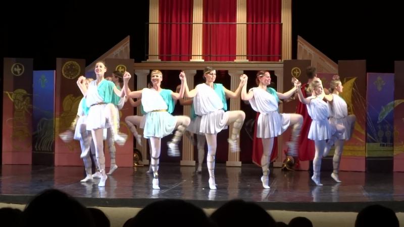 3.Греческий танец. (Дочка Изабелла Спехова в центре).