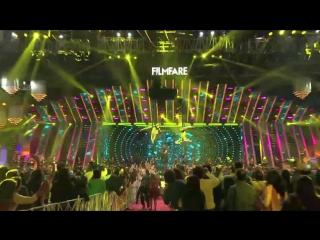 Акшай Кумар выступает на 63-й церемонии награждения Jio Filmfare(6)