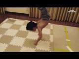 Маленький Брюс Ли (хорошее настроение, юмор, семья, сын, сынок, ребенок, дитя, спорт, путь к победе, тренировка, нун-чаки, удар)