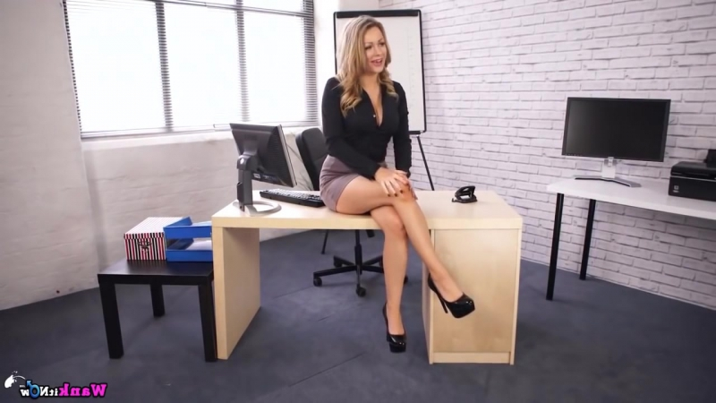 Hot blonde secretary deepthroats her boss's cock on a Monday morning  1455567