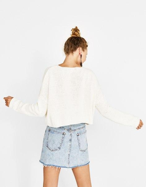 Укороченный свитер с надписью