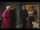 Неудачная попытка, пнуть епископа под зад.(Отрывок из сериала: Отец Тед).